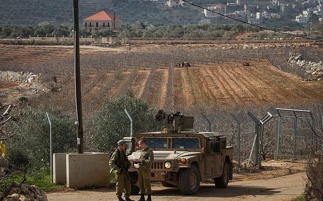 Soldados de las FDI patrullan cerca de Metulla, cerca de la frontera con el Líbano, 10 de febrero de 2018. (Flash90)