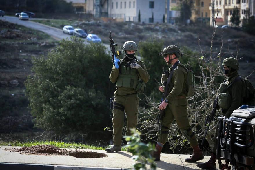 FDI establece puestos de control en Ramallah mientras continúa la búsqueda de los terroristas de Ofra