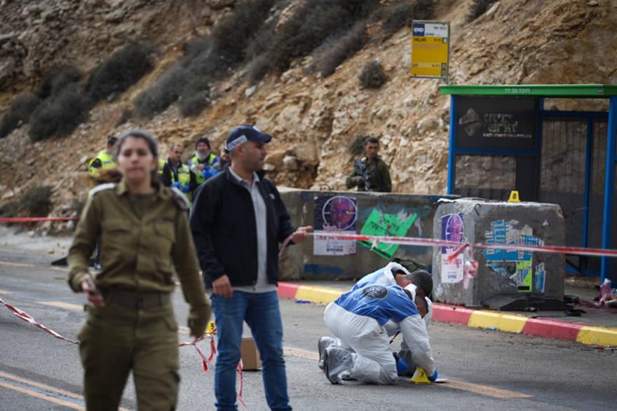 Palestinos disparan a una mujer embarazada y mienten