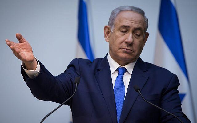 El primer ministro Benjamin Netanyahu hace una declaración a la prensa en la Knesset en Jerusalén el 19 de diciembre de 2018. (Hadas Parush / Flash90)