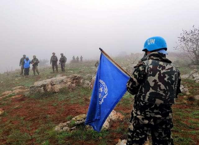 Las fuerzas de paz de la ONU son vistas desde la aldea de Meis al-Jabal en el sur del Líbano, 9 de diciembre de 2018.AFP