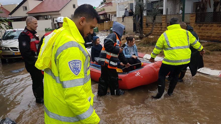 80 personas evacuadas debido a inundaciones en ciudad central de Israel