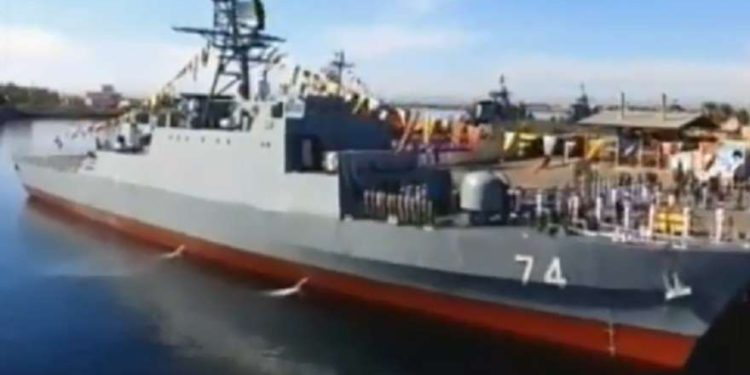 Irán dice que ha lanzado un destructor de fabricación nacional