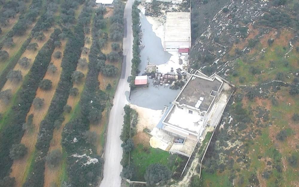 Una foto publicada por las FDI el 27 de diciembre de 2018, muestra los fluidos que el ejército dice que usó para sellar túneles de ataque transfronterizos excavados por Hezbolá que salían de un edificio civil en la aldea sur de Líbano, Kafr Kila.(Portavoz de las FDI)