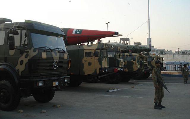Misiles montados en camiones en exhibición en la exposición de defensa IDEAS 2008 en Karachi, Pakistán. (Wiki Creative Commons / SyedNaqvi90)