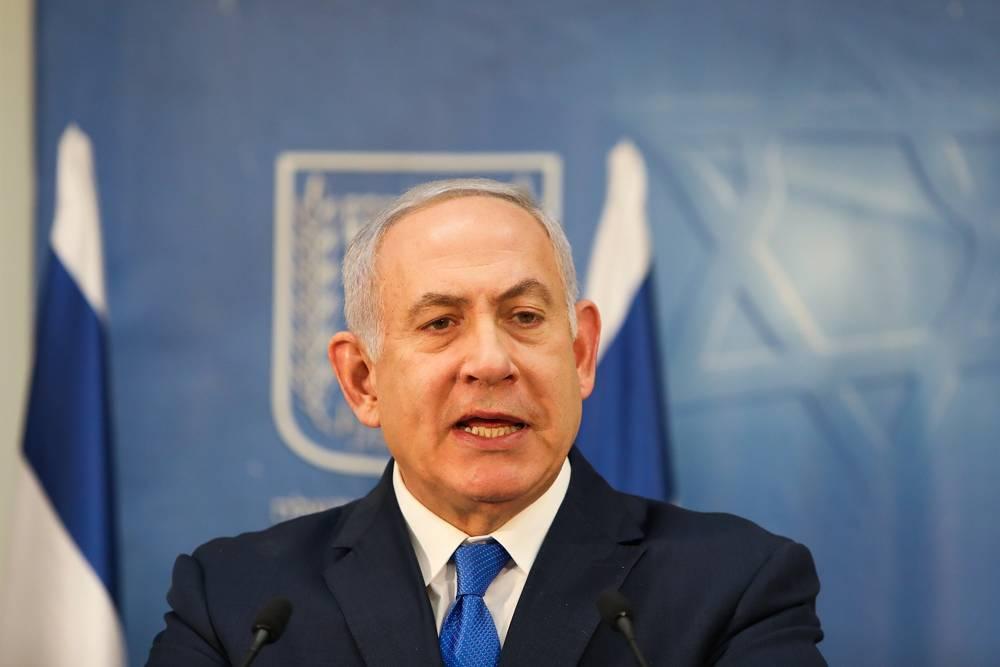 El primer ministro Benjamin Netanyahu habla en una conferencia de prensa con el Jefe de Estado Mayor de las FDI Gadi Eisenkot en la sede de la defensa en Tel Aviv, el 4 de diciembre de 2018. (Noam Revkin Fenton / Flash 90)