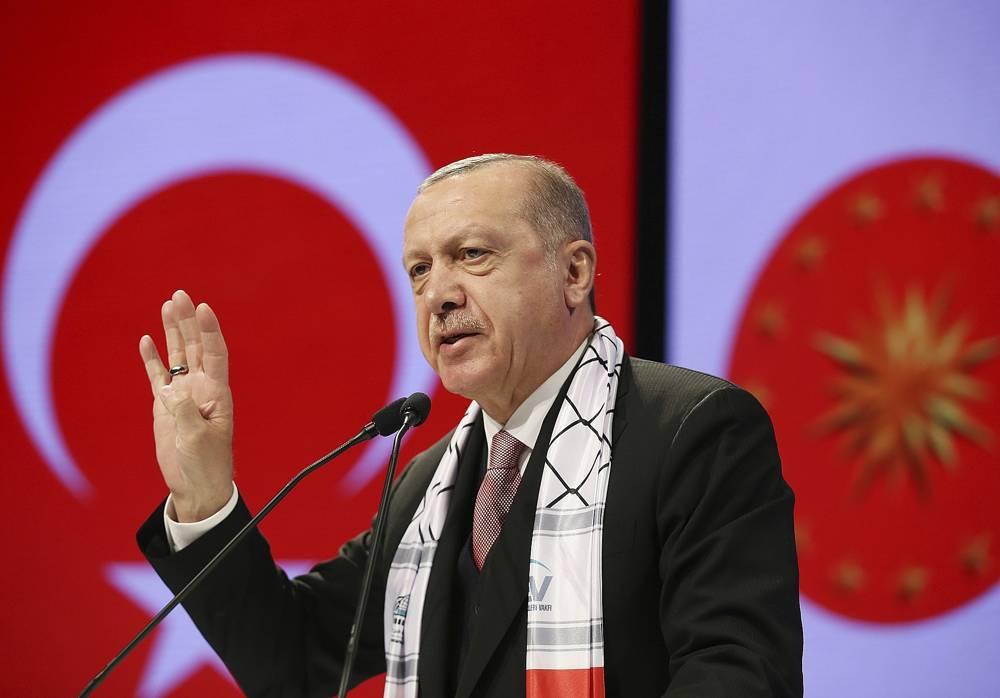 El presidente de Turquía, Recep Tayyip Erdogan, se dirige a los parlamentarios musulmanes durante una reunión en Jerusalén en Estambul, el 14 de diciembre de 2018 (Servicio de Prensa Presidencial a través de AP, Pool)