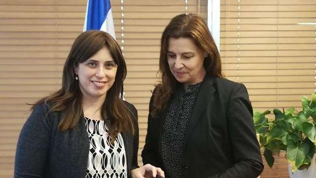 La viceministra de Relaciones Exteriores, Tzipi Hotovely, y la embajadora de Israel en París, Aliza Bin-Noun