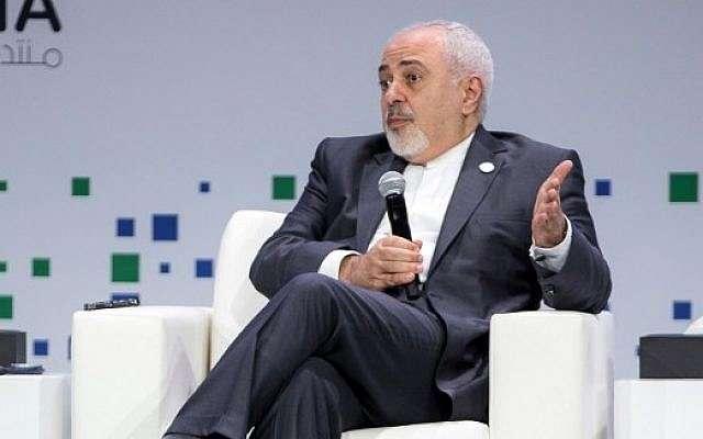 El ministro de Relaciones Exteriores de Irán, Mohammad Javad Zarif, habla durante una sesión del Foro de Doha en la capital de Qatar el 15 de diciembre de 2018. (AFP)