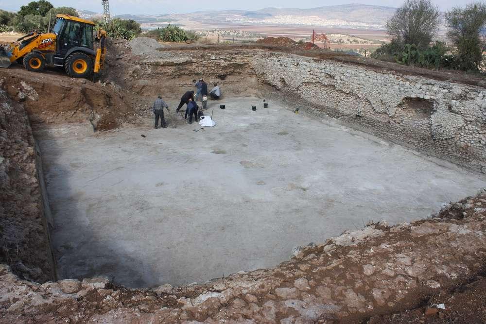 Excavación de una piscina del siglo III en el Parque Nacional Zippori.(Tsvika Tsur / Autoridad de Parques y Naturaleza de Israel)