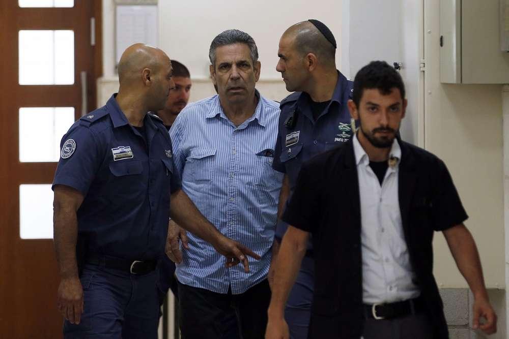 Gonen Segev, un ex ministro del gobierno israelí acusado de sospecha de espionaje para Irán, es visto en el Tribunal de Distrito en Jerusalem, el 5 de julio de 2018. (Ronen Zvulun / Pool Photo vía AP)