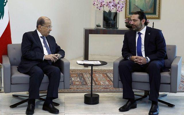 El presidente libanés Michel Aoun, a la izquierda, se reúne con el primer ministro Saad Hariri en el Palacio Presidencial en Baabda, al este de Beirut, Líbano, el 24 de mayo de 2018. (Dalati Nohra / Gobierno libanés a través de AP)