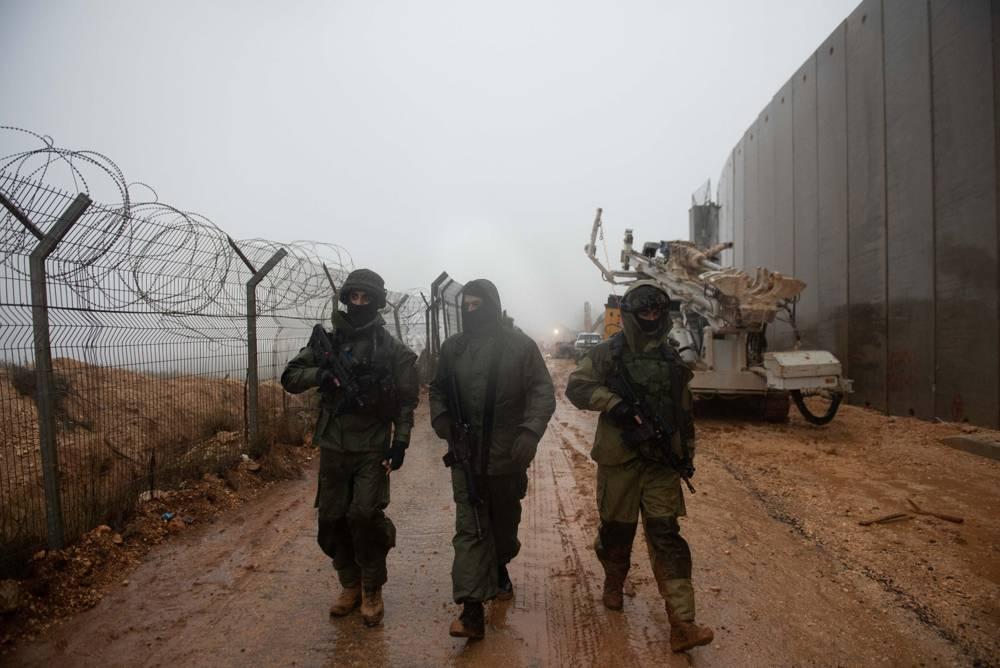 Las tropas israelíes buscan un túnel de ataque de Hezbolá que cruza la frontera desde el sur del Líbano, a lo largo de la frontera norte, el 8 de diciembre de 2018. (Fuerzas de Defensa de Israel)
