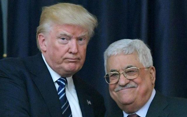 El presidente estadounidense Donald Trump, a la izquierda, y el líder palestino Mahmoud Abbas posan para una fotografía durante una conferencia de prensa conjunta en el palacio presidencial en la ciudad cisjordana de Belén el 23 de mayo de 2017. (AFP / Mandel Ngan)