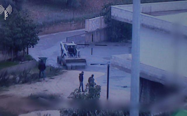 El video publicado por las FDI el 28 de diciembre de 2018 muestra los fluidos que el ejército dice que usó para sellar túneles de ataque transfronterizos excavados por Hezbolá que fluyen hacia la aldea sur de Líbano, Kafr Kila. (Unidad del Portavoz de la FID)