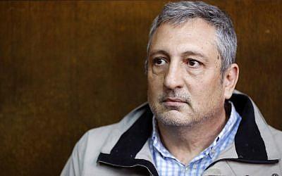 Nir Hefetz aparece en una corte de Tel Aviv el 22 de febrero de 2018. (AFP Photo / Jack Guez)