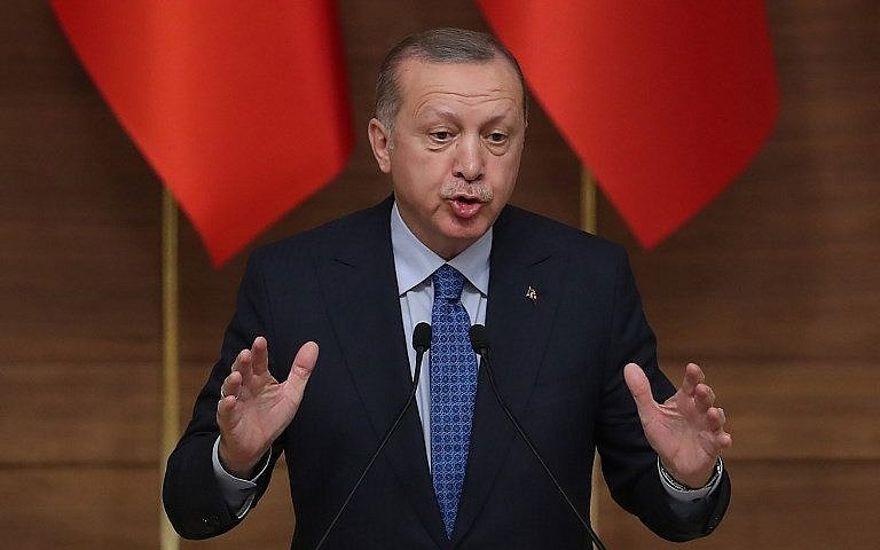El presidente turco, Recep Tayyip Erdogan, pronuncia un discurso durante la ceremonia de los Grandes Premios Presidenciales de Cultura y Artes en el Complejo Presidencial en Ankara, Turquía, el 19 de diciembre de 2018. (Adem Altan / AFP)