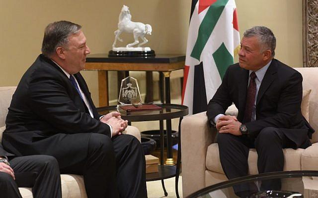 El Secretario de Estado de los EE. UU., Mike Pompeo (L), se reúne con el Rey Abdullah de Jordania (R) durante su visita a Ammán el 8 de enero de 2019. (Andrew Caballero-Reynolds / Pool / AFP)