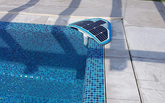 El dispositivo basado en Coral Manta AI, desarrollado por la startup israelí Coral Detection Systems, se coloca en el borde de la piscina para detectar el ahogamiento o la angustia (Cortesía)