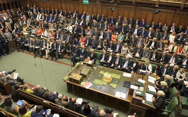 La primera ministra británica, Theresa May, respondiendo preguntas en el Parlamento el 20 de julio de 2016. (Parlamento británico / Jessica Taylor)