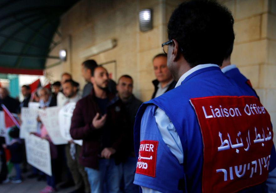 palestinos protestan por la decisión del Primer Ministro Benjamin Netanyahu de terminar el mandato de la Presencia Internacional Temporal en Hebrón (TIPH). 30 de enero de 2019. Mussa Qawasma / Reuters