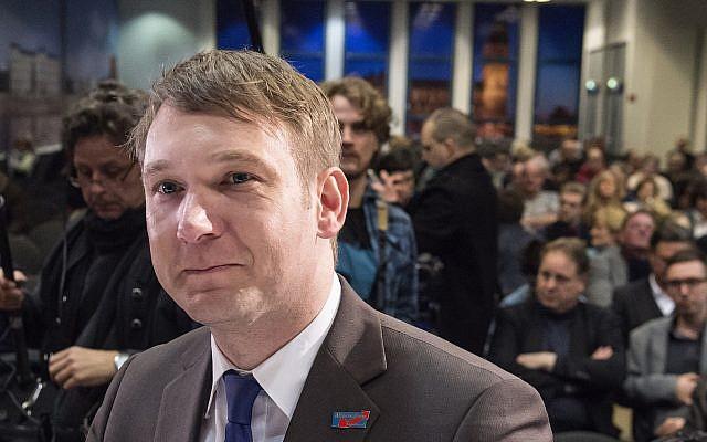 En este viernes, 11 de marzo de 2016, Andre Poggenburg, ex líder del partido regional de Alternative fuer Deutschland (AfD) en el estado alemán de Sajonia-Anhalt, llega antes de un mitin de la campaña electoral de su partido en Magdeburgo, Alemania (AP Photo / Jens Meyer)