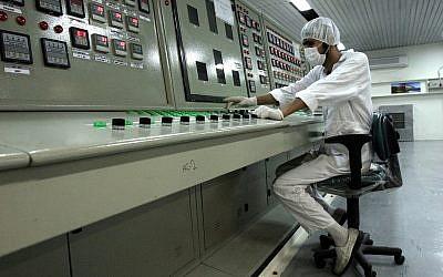 """Ali Akbar Salehi dice que se están llevando a cabo """"actividades preliminares"""" para reanudar el enriquecimiento de uranio."""
