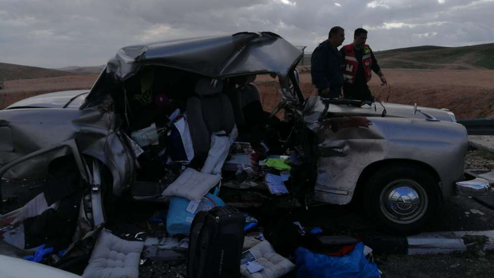 La escena de un accidente automovilístico en Judea que involucró a un Mercedes Benz 1960 clásico en enero de 2019 (Cortesía de Judea y Samaria, bomberos y rescate)