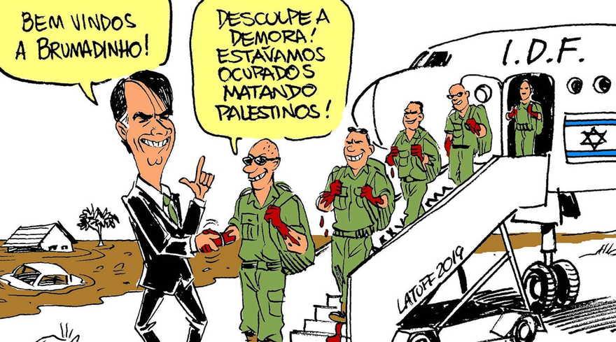 El caricaturista Carlos Latuff, un crítico frecuente de Israel y el sionismo, lanzó un dibujo en el que el presidente Bolsonaro da la bienvenida a una unidad militar israelí cuyas manos están manchadas de sangre.(Carlos Latuff via JTA)