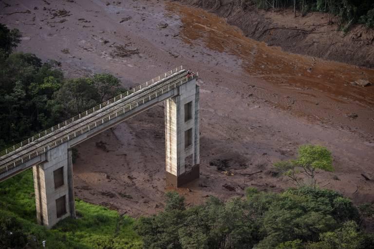 Vista aérea tomada después del colapso de una presa cerca de la ciudad de Brumadinho en el sureste de Brasil, el 25 de enero de 2019. (Douglas Magno / AFP)