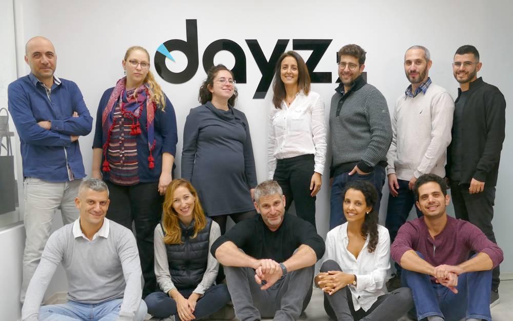 El equipo de Dayzz: Amir Inditzky, CEO, centro con una camisa negra;Nir Levy, CTO, primero a la izquierda, arriba, Mairav Cohen-Zion, director científico, cuarto desde la izquierda, arriba (Cortesía)
