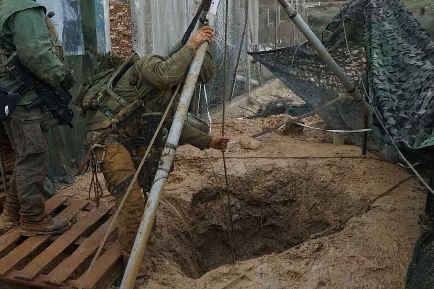 Las tropas israelíes se preparan para destruir los túneles de ataque excavados en Israel desde el sur del Líbano por el grupo terrorista Hezbollah el 20 de diciembre de 2018. (Fuerzas de Defensa de Israel)