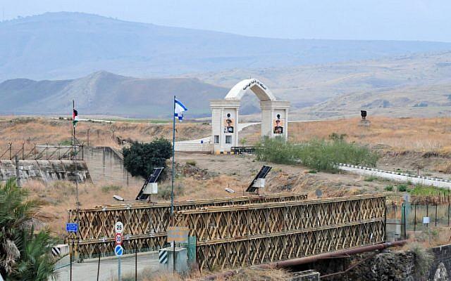 El cruce fronterizo cerca de Naharayim, donde siete niñas israelíes fueron asesinadas en 1997 por un soldado jordano mientras visitaba una central eléctrica cercana (crédito de foto: Shay Levy / Flash90)