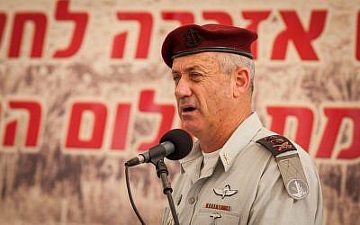 El Jefe de Estado Mayor de las FDI Benny Gantz habla en una ceremonia en memoria de los soldados israelíes que murieron en la Primera Guerra del Líbano (Operación Paz para Galilea) en el cementerio militar del Monte Herzl en Jerusalén el 5 de junio de 2012. (Crédito de la foto: Uri Lenz / Flash90)