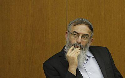 El rabino David Stav asiste a una conferencia que promueve la juventud y la educación en el parlamento israelí, 6 de enero de 2014. (Miriam Alster / Flash90)