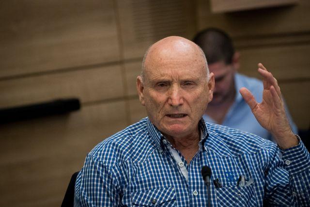 El Defensor del Pueblo Militar israelí, mayor general Yitzhak Brik, habla durante una reunión del Comité de Contraloría del Estado en el Knesset, el 12 de diciembre de 2018. Crédito: Yonatan Sindel / Flash90.