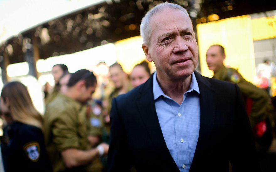 El ministro de inmigración, Yoav Gallant, en un evento en Tel Aviv para soldados solos que prestan servicio en las Fuerzas de Defensa de Israel el 24 de enero de 2019. (Tomer Neuberg / Flash90)