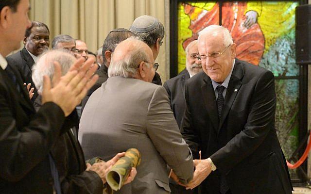 El presidente Reuven Rivlin habla en una ceremonia que marca la expulsión de judíos de los países árabes. 30 de noviembre de 2014. (Crédito de la foto: Cortesía)