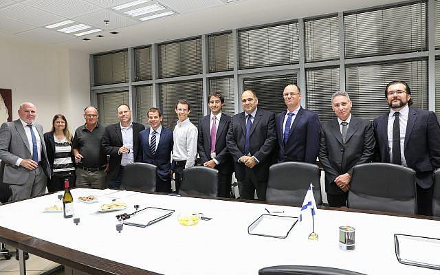 Los equipos del IAI y el Laboratorio de Santos (IAI)