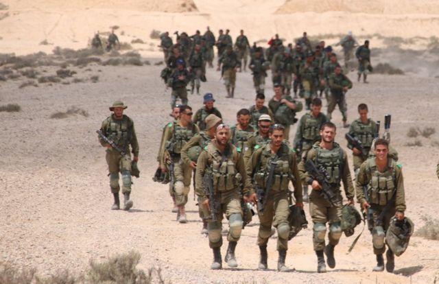 Soldados con el batallón 906 de las FDI en un ejercicio de entrenamiento en el desierto de Negev. Crédito: Unidad de Portavoces de las FDI.