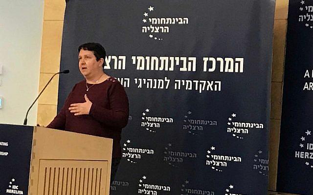 Aya Soffer, vicepresidenta mundial de tecnologías de la IA, IBM, en una conferencia en IDC Herzliya, 6 de enero de 2019 (Shoshanna Solomon / Times of Israel)