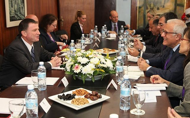 Una delegación de la Asamblea Parlamentaria del Mediterráneo visita la Knesset en Jerusalén, noviembre de 2013. (Knesset)