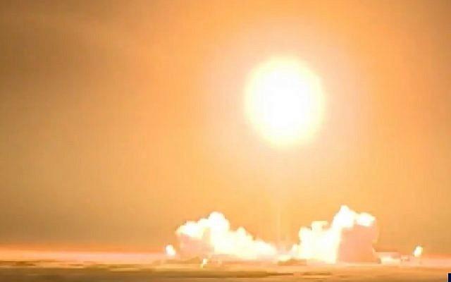 Captura de pantalla del video del lanzamiento de un satélite iraní, 15 de enero de 2019. (Twitter)