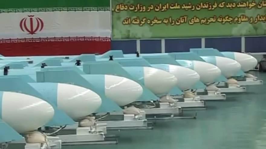 Una línea de misiles de crucero Qadir iraníes, lanzados por primera vez en 2011. (captura de pantalla: YouTube / PressTV)