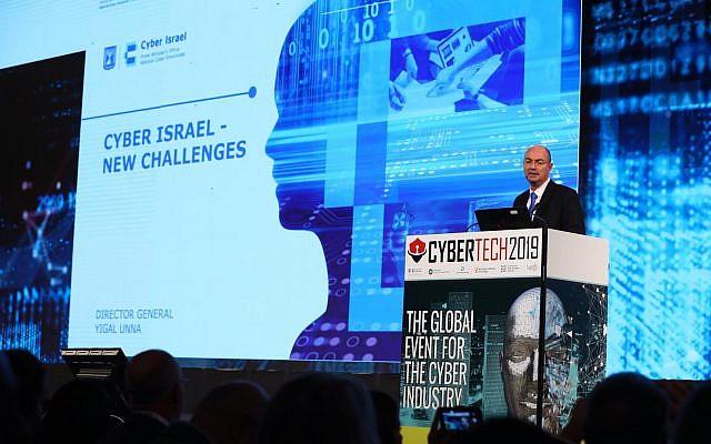 Yigal Unna, director general de la Dirección Nacional de Cyber de Israel, hablando en la conferencia CyberTech el 29 de enero de 2019 en Tel Aviv (Gilad Kavalerchik)