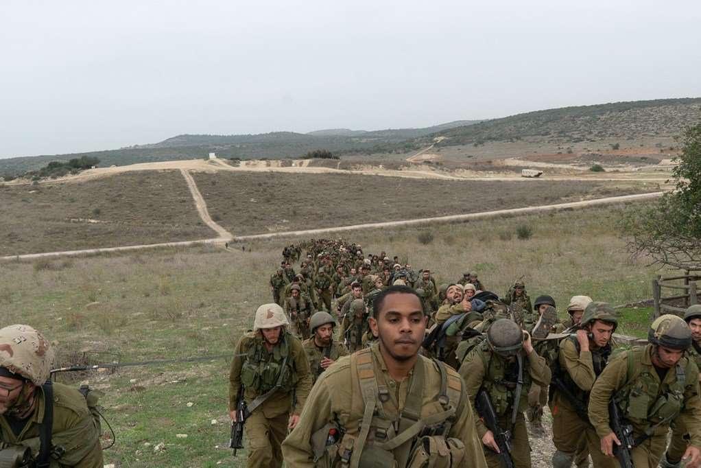 Las tropas israelíes en el recientemente creado Batallón Puertas de Fuego simulan la guerra con el grupo terrorista Hezbolá en el norte de Israel en diciembre de 2018. (Fuerzas de Defensa de Israel)
