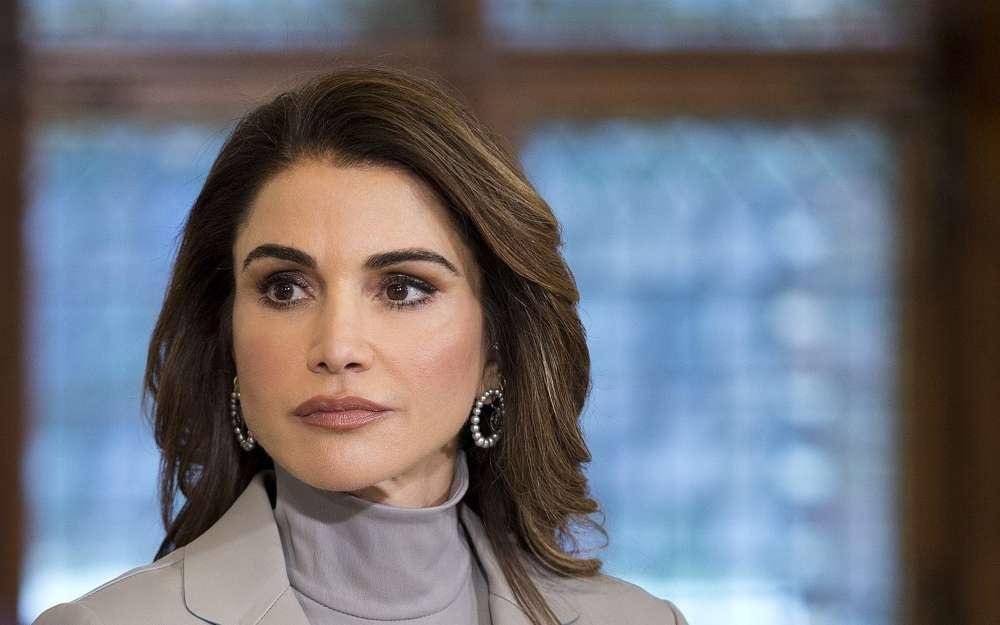 La reina Rania de Jordania escucha discursos durante un almuerzo ofrecido por el Primer Ministro holandés Mark Rutte en La Haya, Países Bajos, el 21 de marzo de 2018. (Foto AP / Peter Dejong)