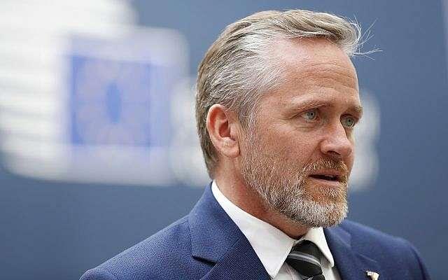 El ministro de Relaciones Exteriores danés, Anders Samuelsen, habla con los medios de comunicación al concluir una cumbre UE-ASEM en Bruselas, el 19 de octubre de 2018. (Alastair Grant / AP)