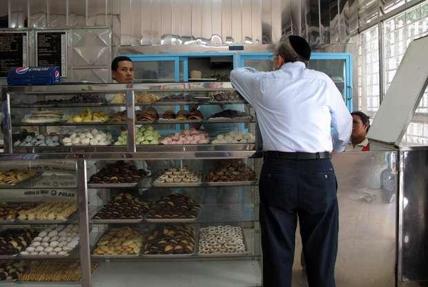 Una panadería de propiedad judía en el barrio de San Bernardino de Caracas.
