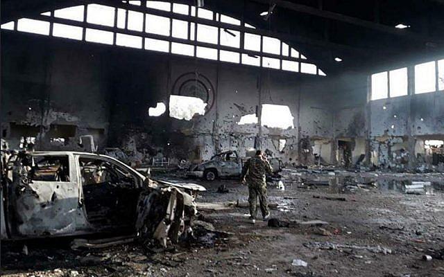 Una foto publicada por los medios de comunicación iraníes muestra la base aérea T-4 en el centro de Siria después de un ataque con misiles atribuido a Israel el 9 de abril de 2018. (medios iraníes)